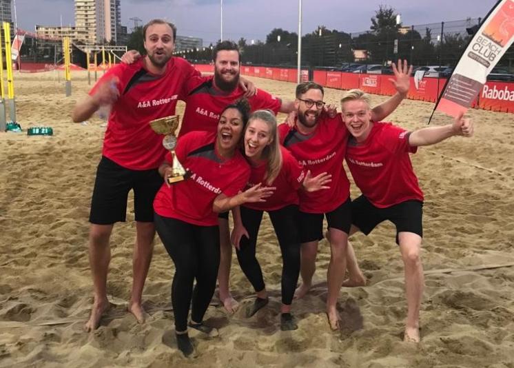 Nick met zijn collega's tijdens een BDO volleybaltoernooi